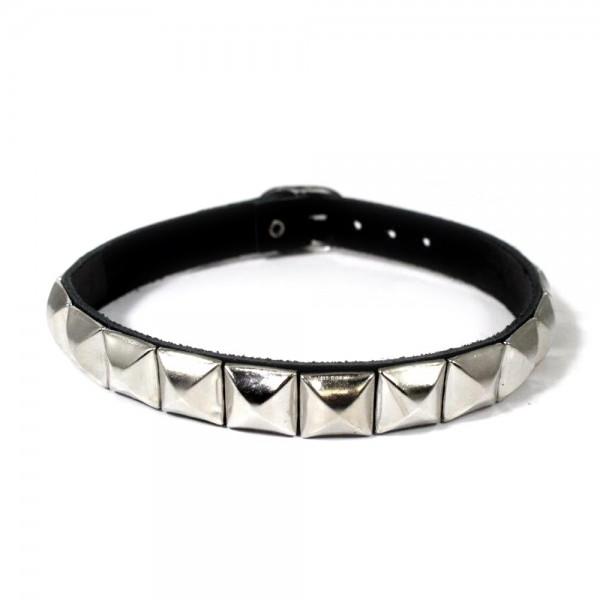 Pyramidennieten Halsband 1-reihig